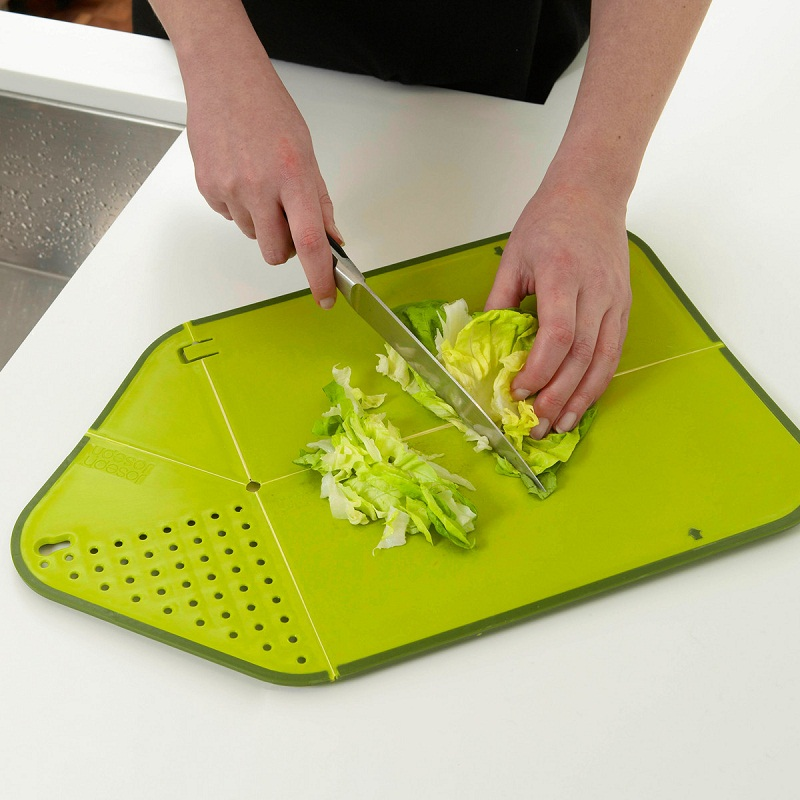 Chopping/cutting Board with Integrated Strainer/Colander